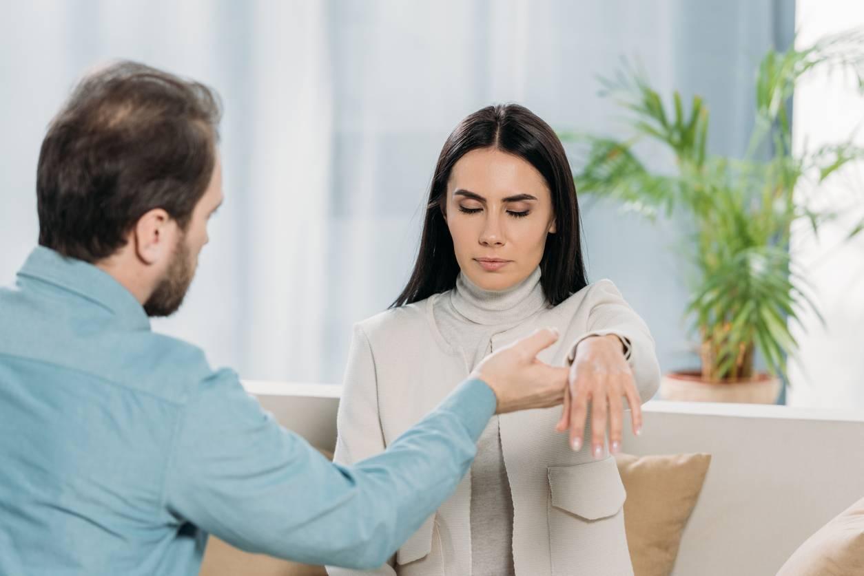 séance d'hypnose avec un professionnel